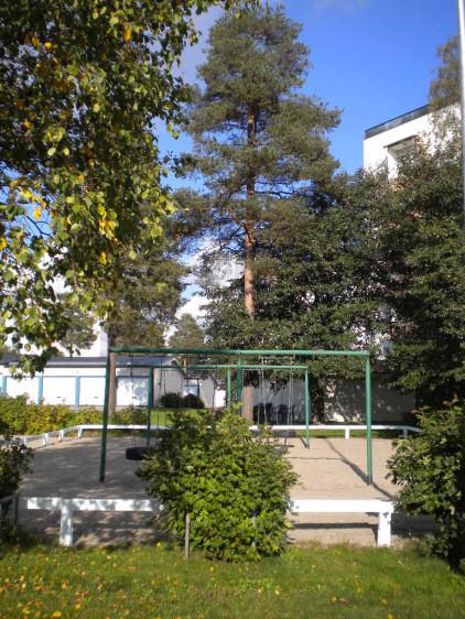 Lekplats och garage